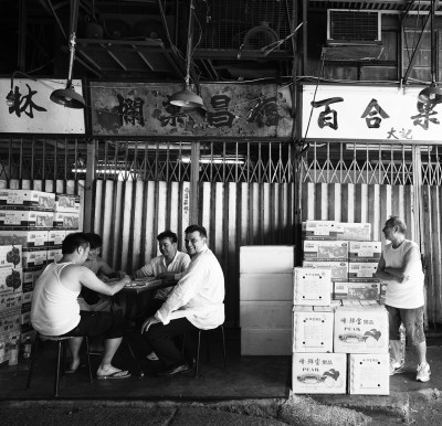 攝影師Pazu找來多位名廚,從廟街榕樹頭、樓梯街、再走到趙醒楠,發現廚師的特有性格。