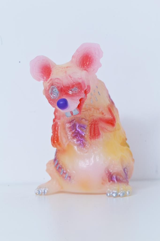 Andy自家設計的搪膠公仔。Andy自己Hand Print上色的老鼠,成品質素甚高。