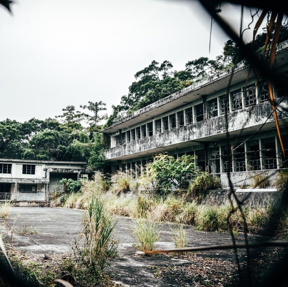 你猜得到這是香港嗎?這裡有一個頽廢而又浪漫的名字:廢墟。