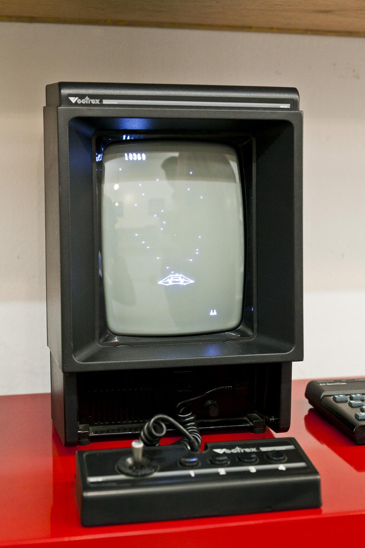 比任天堂紅白機更早推出的Veetrex,是DOS年代的遊戲產物。