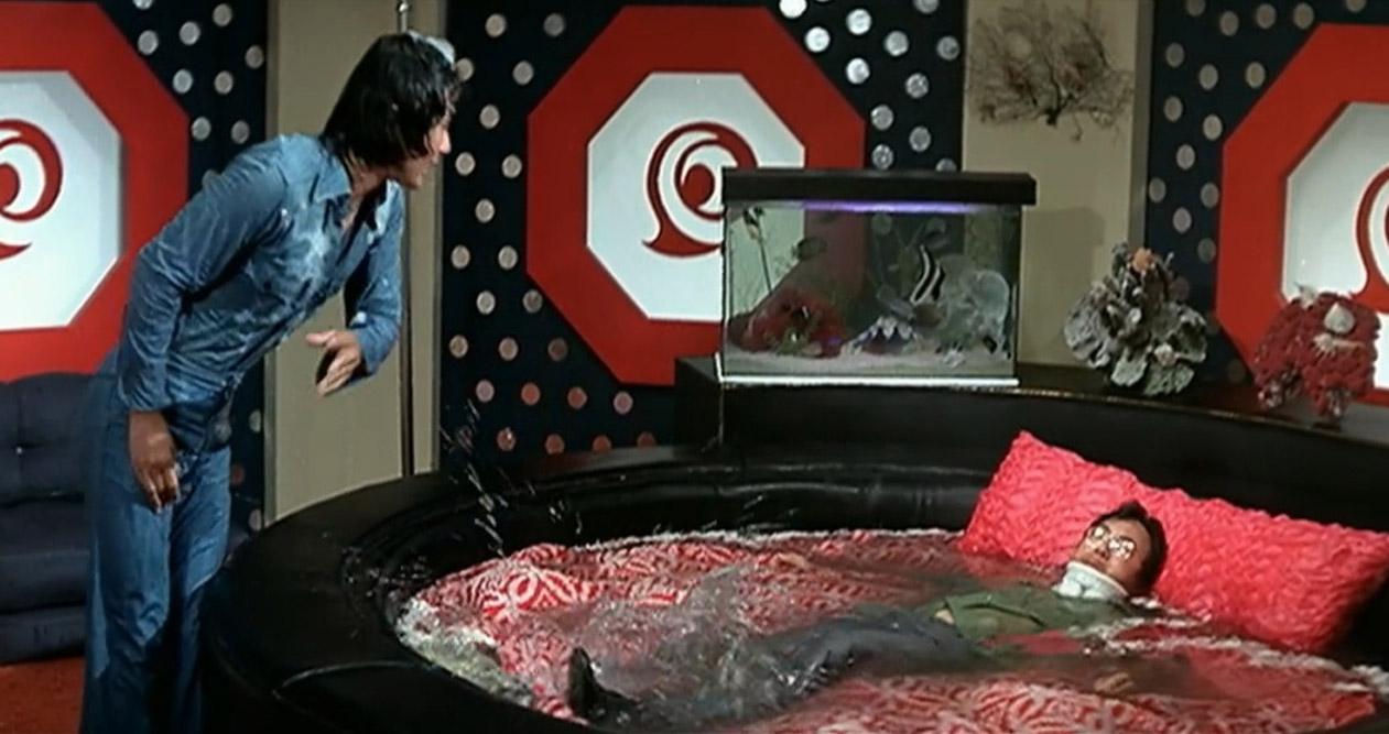 電影《半斤八兩》(1976年)多個經典場景均於九龍塘時鐘酒店拍攝,內部裝潢就如當年九龍塘的豪宅般堂皇,更展示了當年房間設備有異國風情設計、按摩浴池及水床等,設計因而弄出不少笑料。