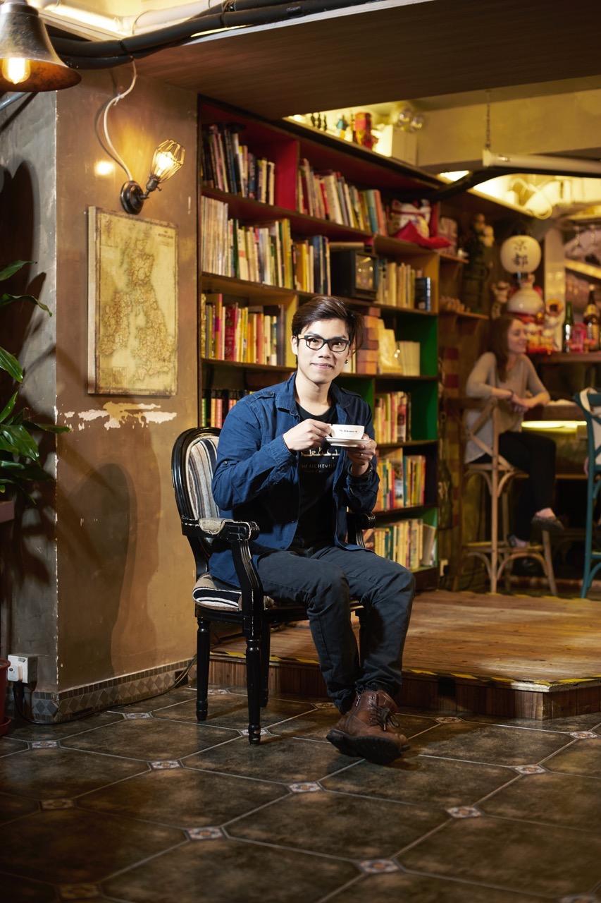牧羊少年咖啡∙茶∙酒館店主 梁迪倫:「年輕人為了逃避現實而去旅行」