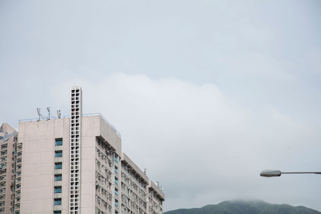 本土樓宇奇觀(二)公屋上的天梯?